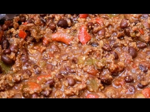 How to Make Vegetarian Chili in a Slow Cooker : Vegetarian Dishes to Please Meat Eaters