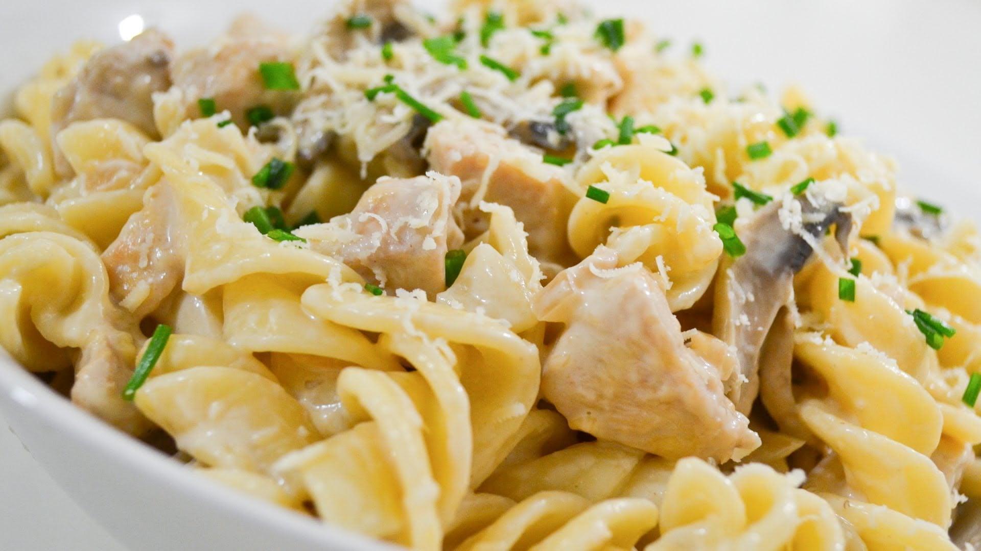Спагетти со сливочным соусом и курицей рецепт