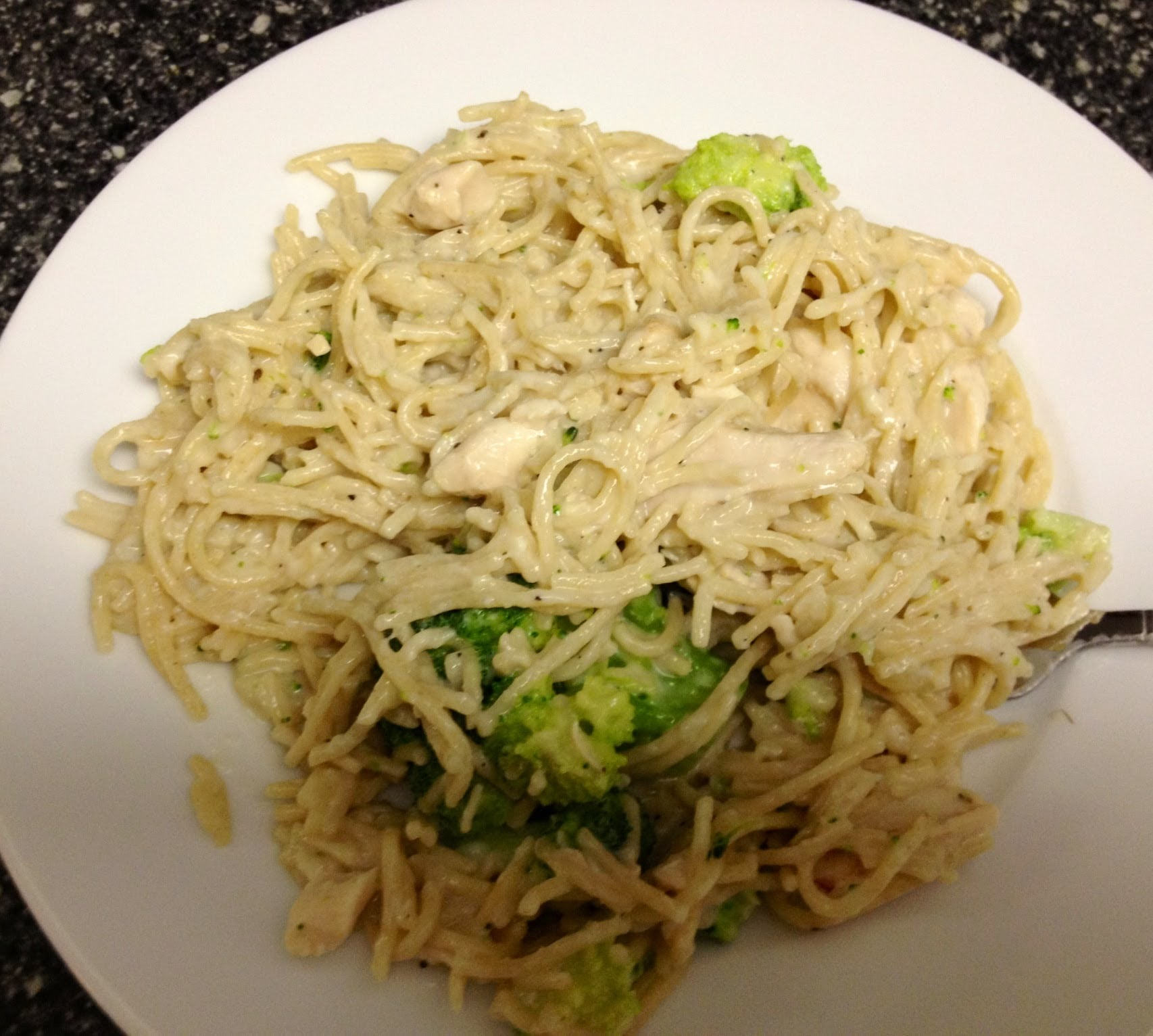 Weight Watchers Friendly Dinner Recipe – Cheesy Broccoli and Chicken Alfredo! 5 Point Meal!