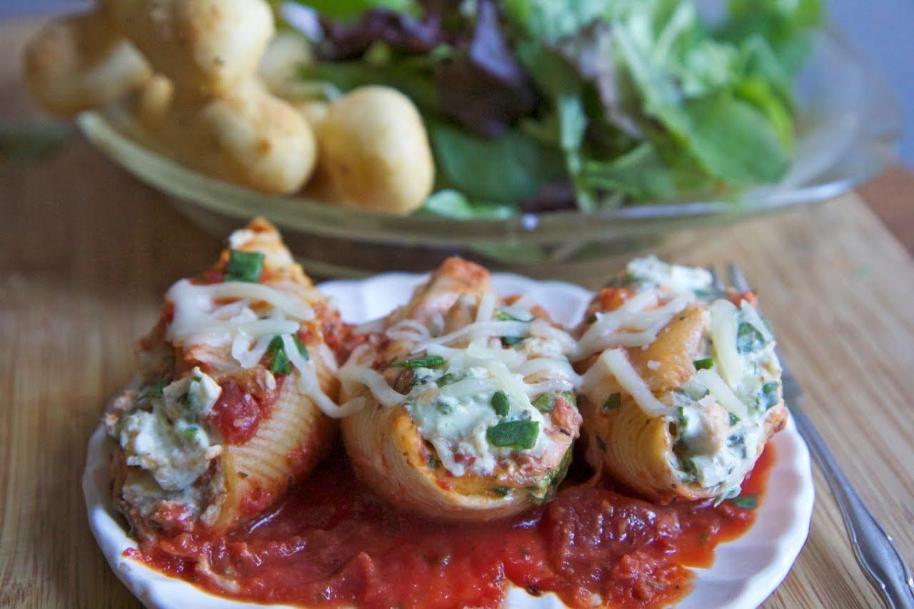 Cheesy Chicken & Spinach Stuffed Shells Recipe