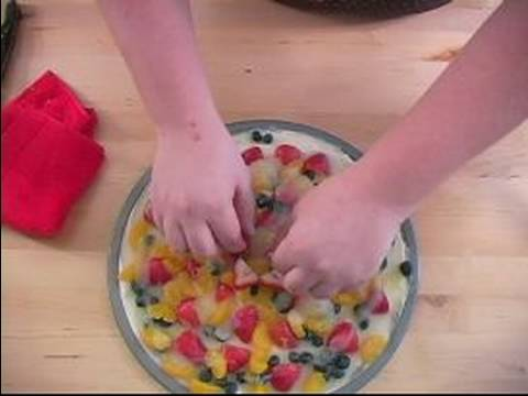 Diabetic Appetizer Recipes : Adding Strawberries for Fruit Pizza