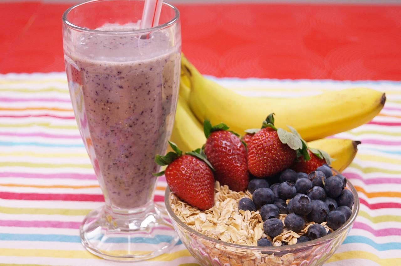 Healthy Oatmeal Breakfast Recipe: Banana Berry: Smoothie Recipe! How To: Dishin' With Di 128