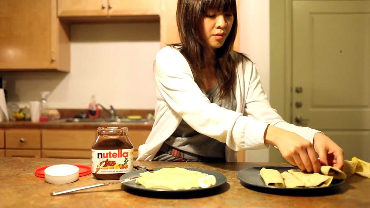 How to Make Crepes – Very Easy Crepe Recipe (with Nutella and Bananas!)