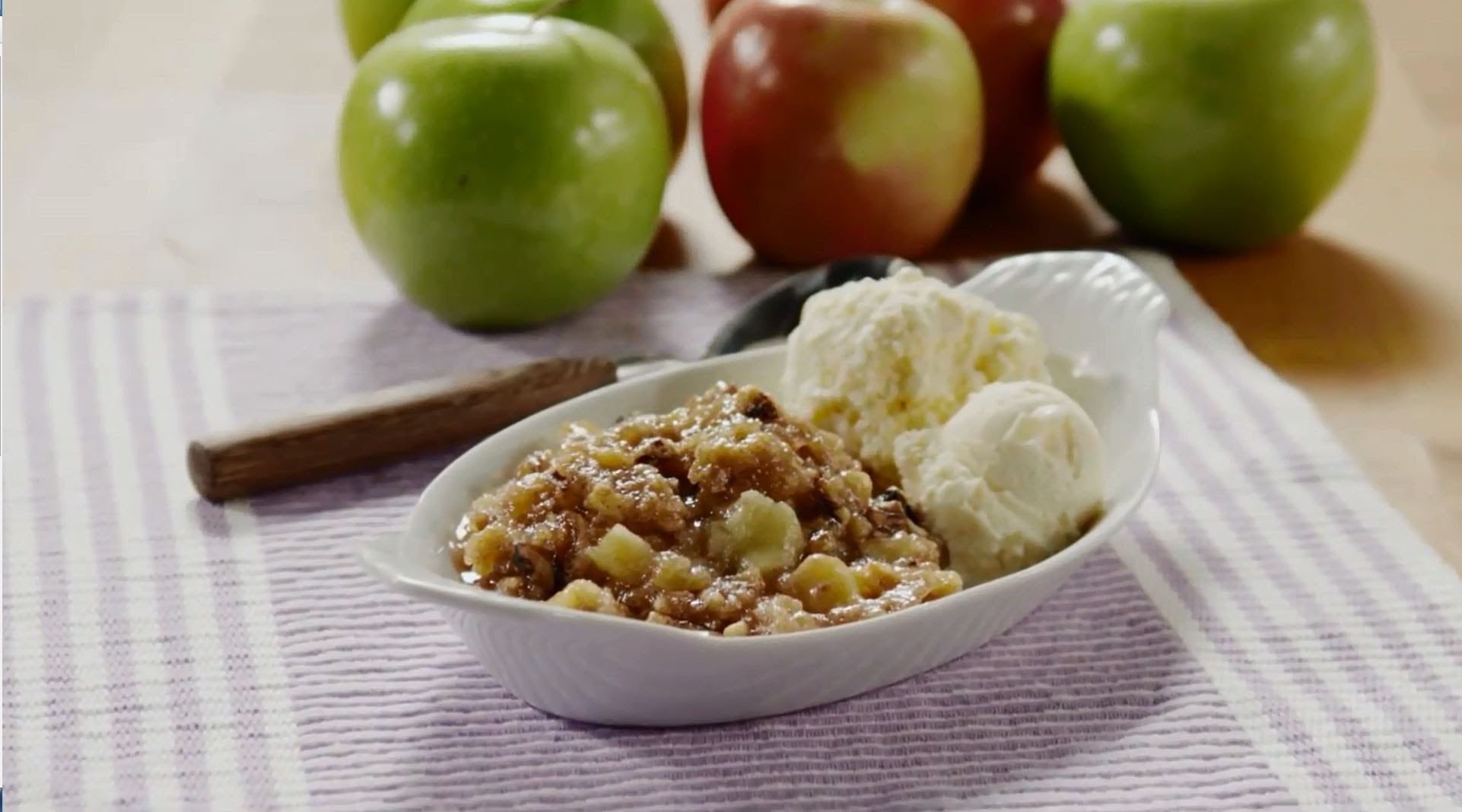 Slow Cooker Recipes – How to Make Slow Cooker Apple Crisp